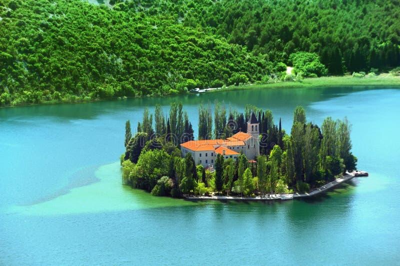 Visovac kristen kloster, Kroatien arkivbild