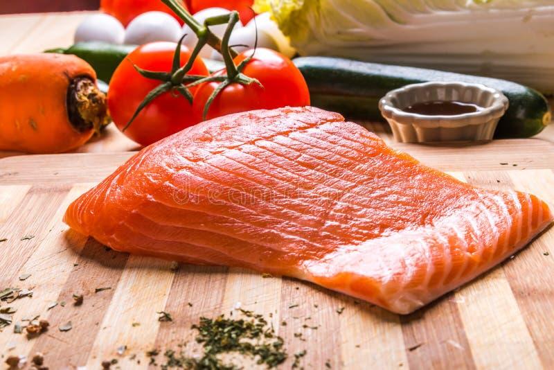Vissen en groenten stock afbeeldingen