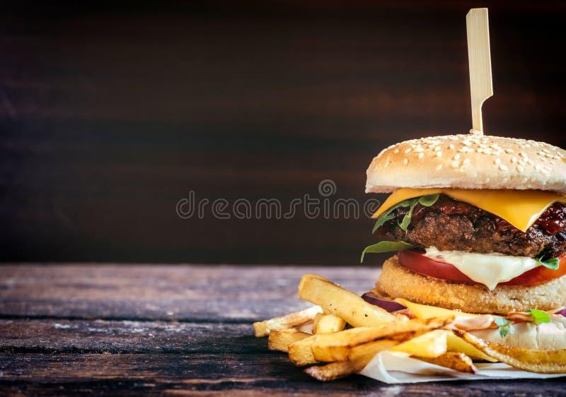 Vissen en rundvleeshamburger royalty-vrije stock fotografie