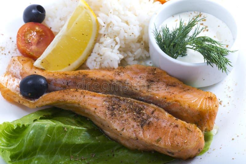 Vissen met verse groenten royalty-vrije stock foto's