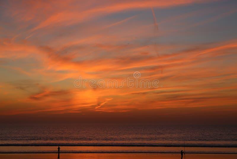 Vissend bij Zonsondergang in Agadir, Marokko stock foto's
