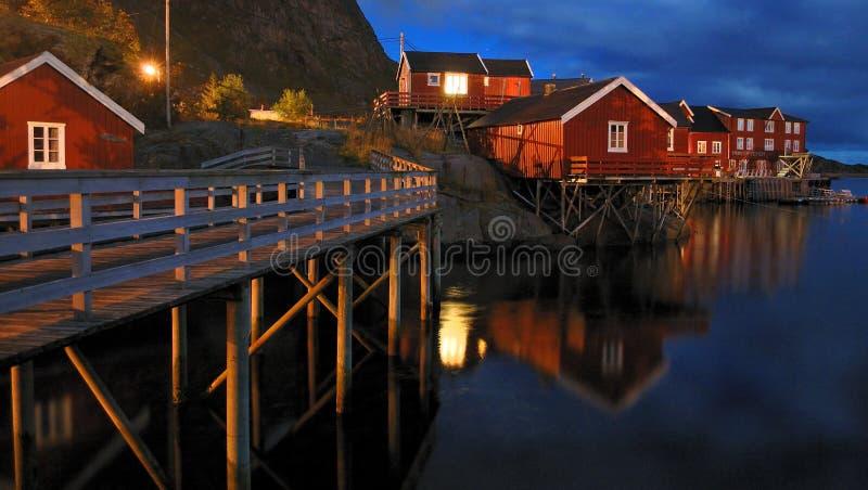 Vissend dorp en wharfs stock afbeelding