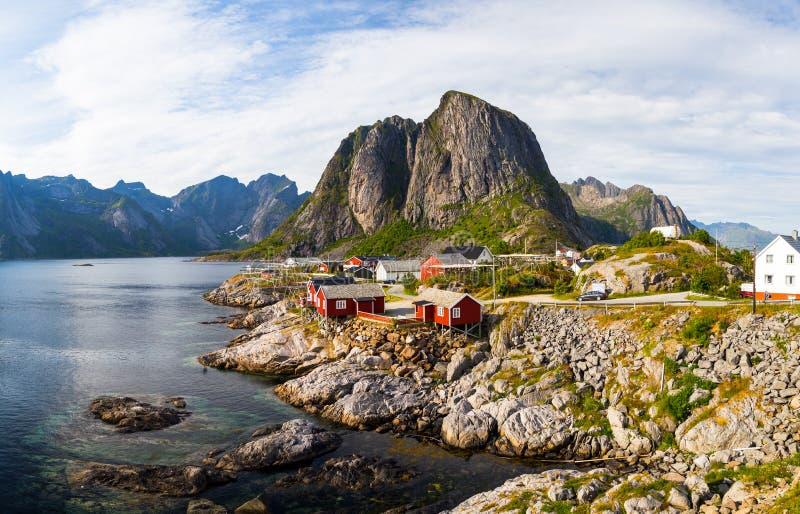 Vissend Hutten tijdens de Zomer - Hamnoy, Lofoten royalty-vrije stock foto's