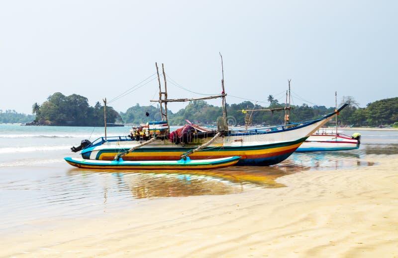 Vissende catamarans, vissenboten stock fotografie
