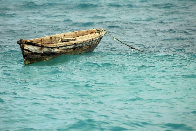 Vissende kano, het Eiland van Zanzibar stock fotografie