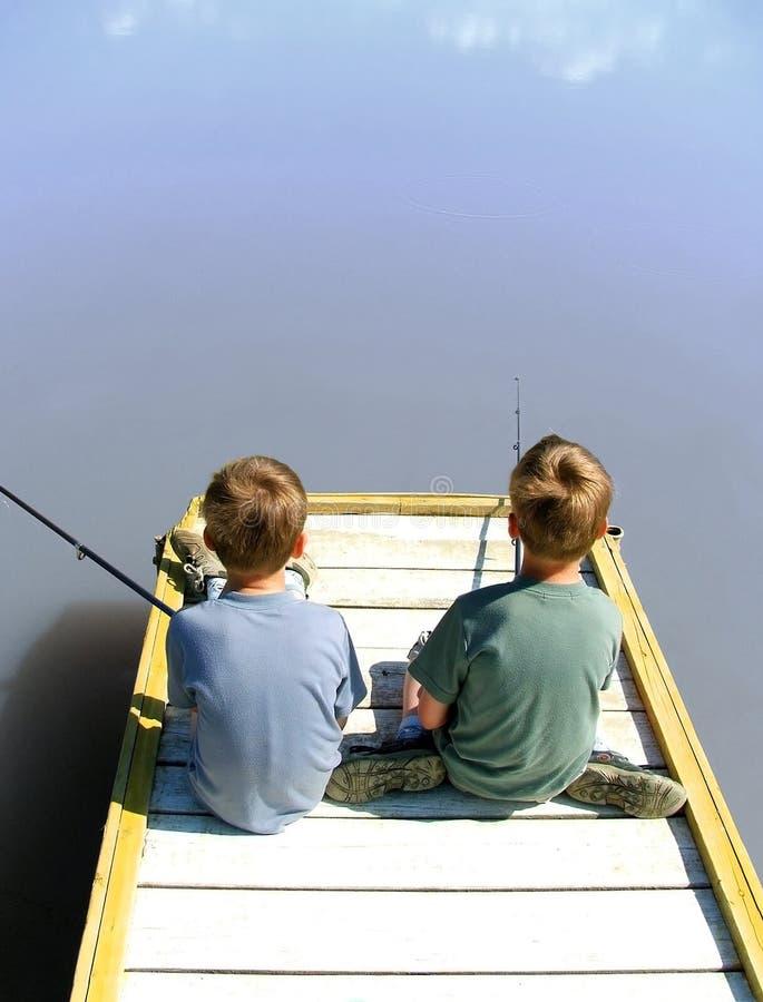 Vissende tweelingen stock foto