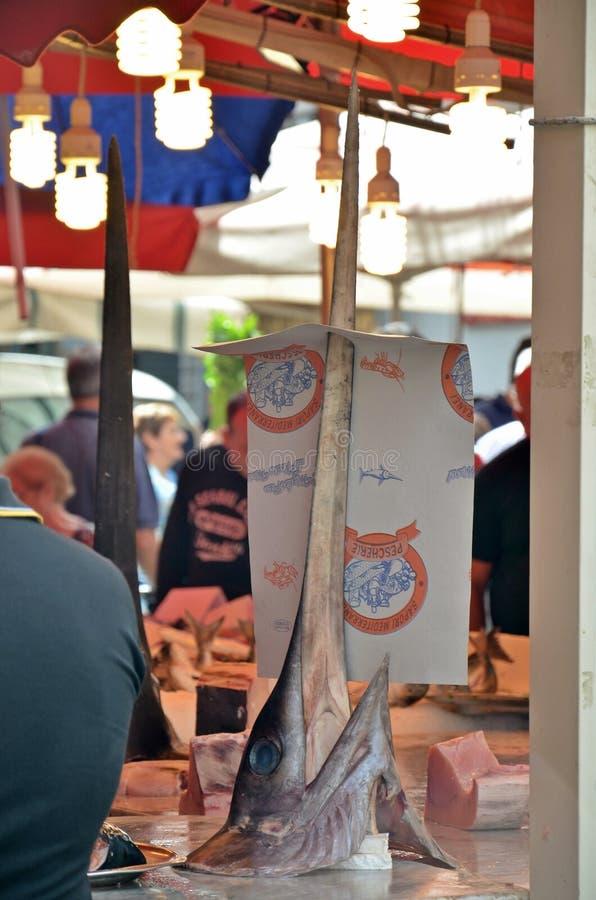 Vissenhoofd op de markt in Palermo stock fotografie