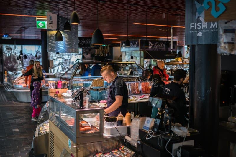 Vissenmarkt in Bergen stock foto