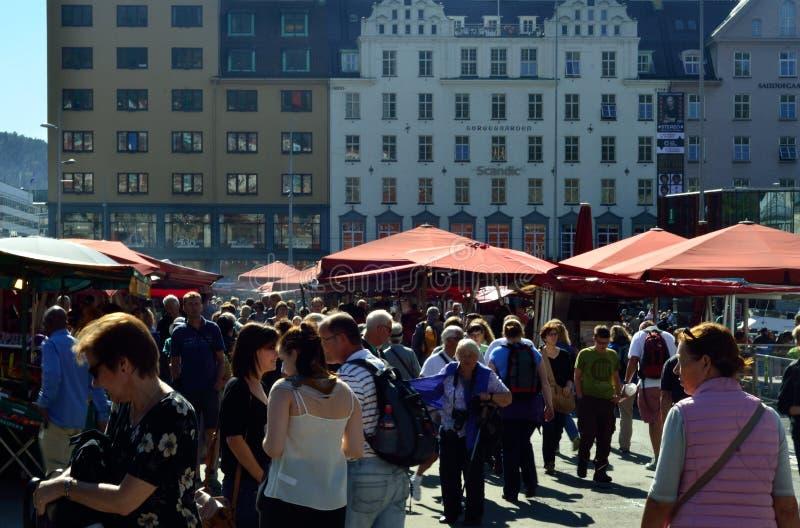 Vissenmarkt in Bergen, Noorwegen stock fotografie