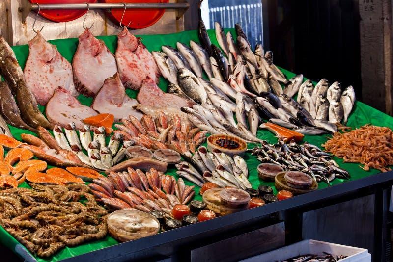 Vissenmarkt in Istanboel stock fotografie