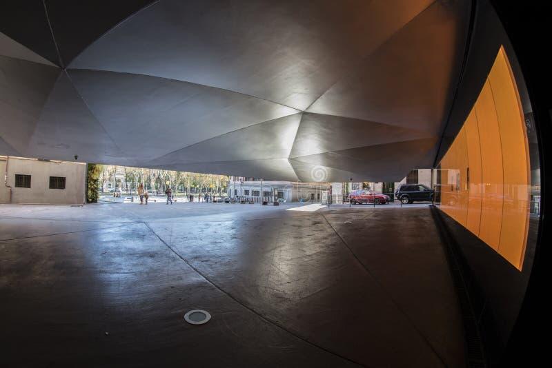 Vissenoog 180 mening van een uniek gebouw in de stad van Madrid stock afbeelding