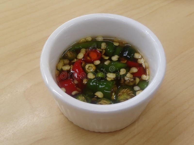 Vissensaus met Chili Pepper royalty-vrije stock foto