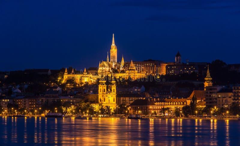 Visser Bastion in Boedapest tijdens de zomervloed van 2013 royalty-vrije stock foto's