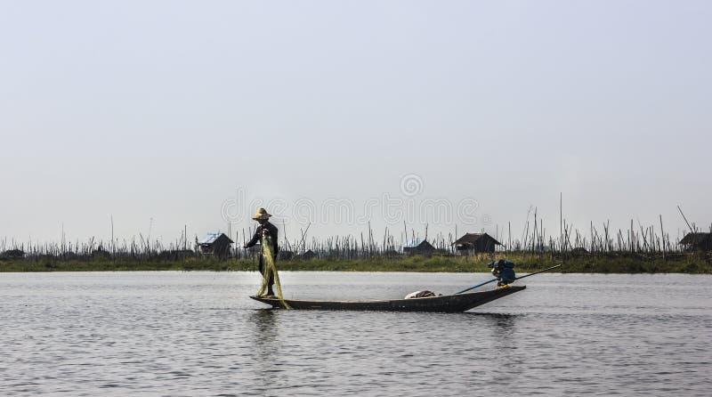 Visser bij Inle-Meer stock foto