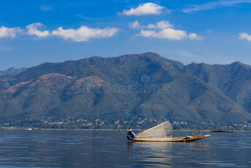 Visser, inle meer in Myanmar (Burmar) stock afbeeldingen