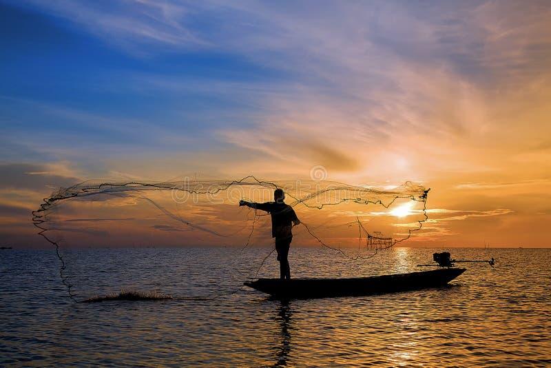 Visser met mooie zonsopgang royalty-vrije stock afbeeldingen