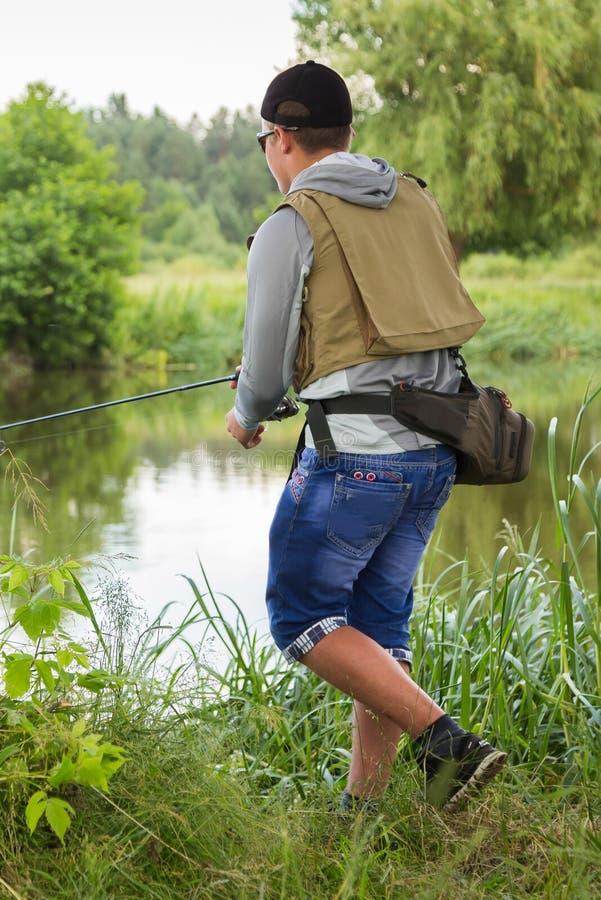 Visser op de rivierbank royalty-vrije stock afbeelding