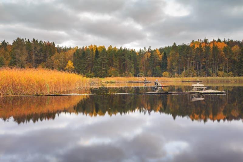 Visser op het meer stock afbeeldingen