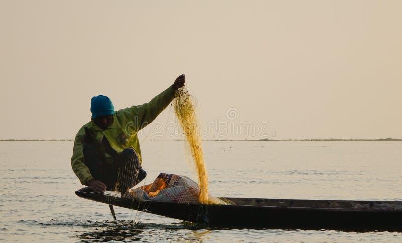 Visser van Inle-Meer in actie wanneer visserij royalty-vrije stock foto's