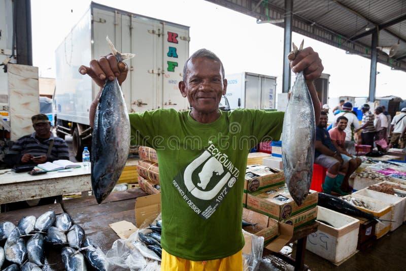Visser, vissenverkoper De markt van vissen in Hongkong royalty-vrije stock foto