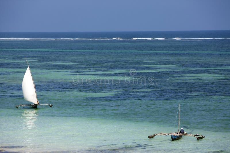 Visserij in de blauwe lagune stock afbeeldingen