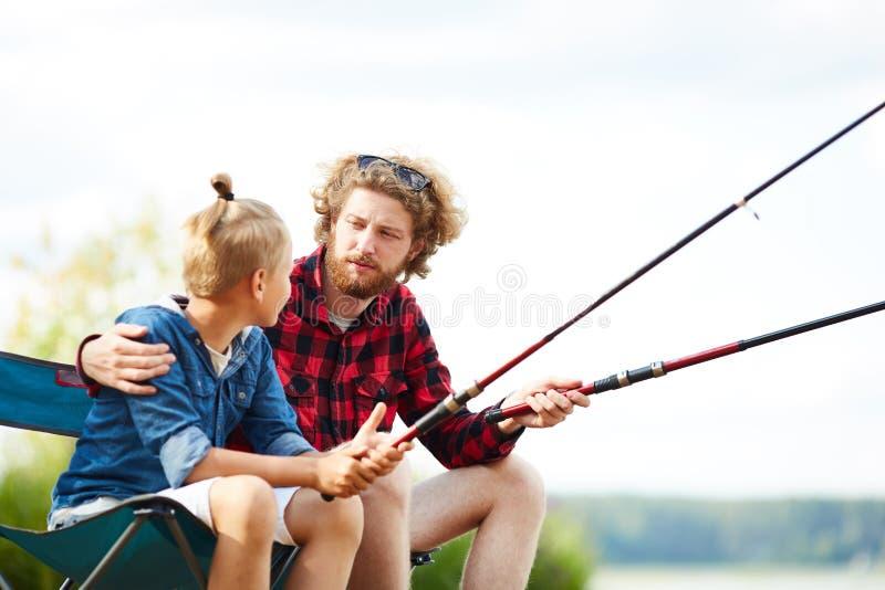 Visserij in de zomer royalty-vrije stock afbeelding
