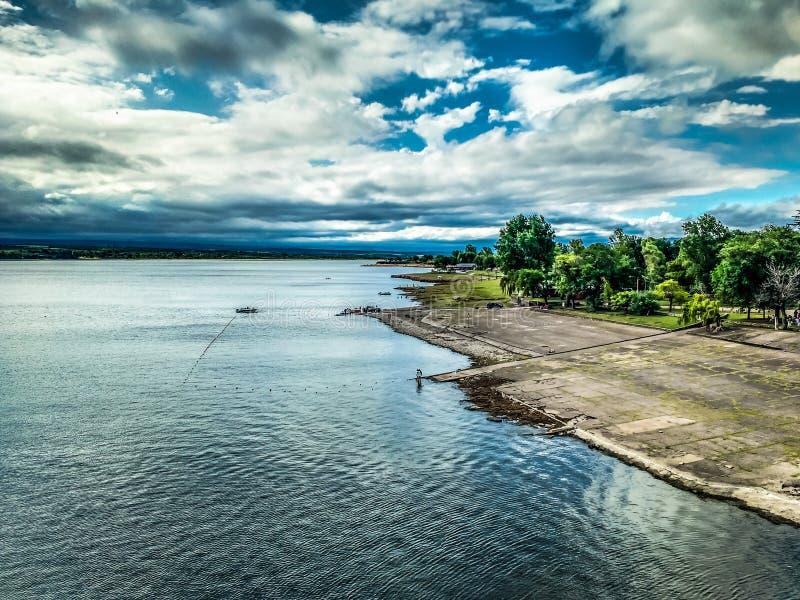 Visserij in het meer stock foto's