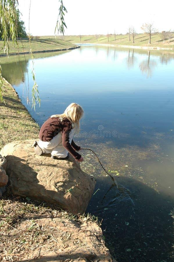Visserij met een stok stock foto