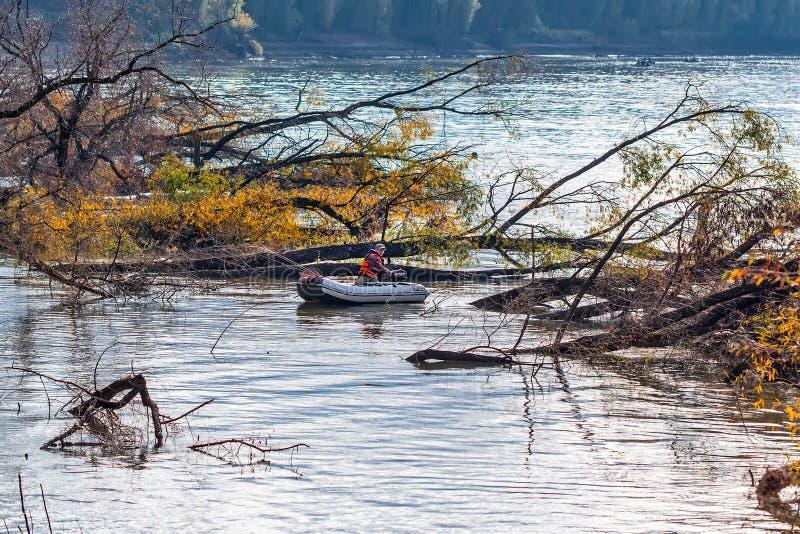 Visserij op de Ob-rivier Westelijk Siberië stock afbeeldingen