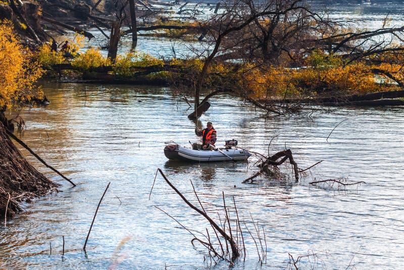 Visserij op de Ob-rivier Westelijk Siberië royalty-vrije stock afbeelding