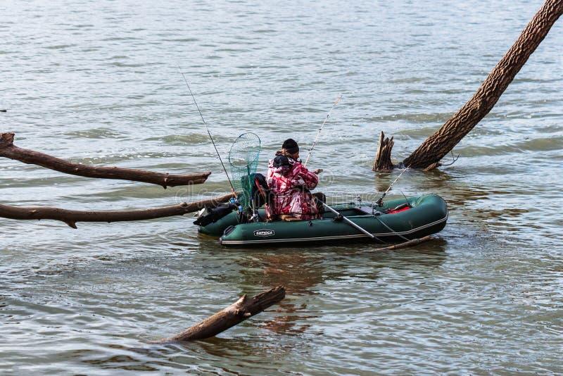 Visserij op de Ob-rivier Westelijk Siberië stock foto