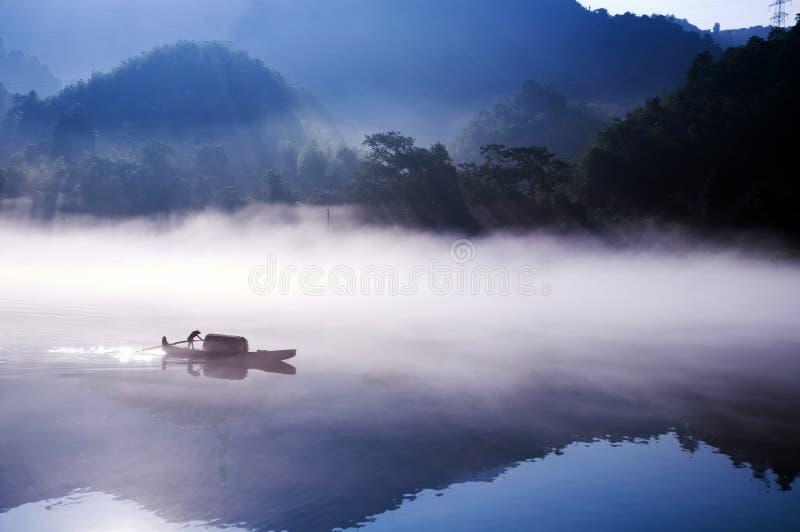 Visserij op het Dongjiang-Meer stock afbeeldingen