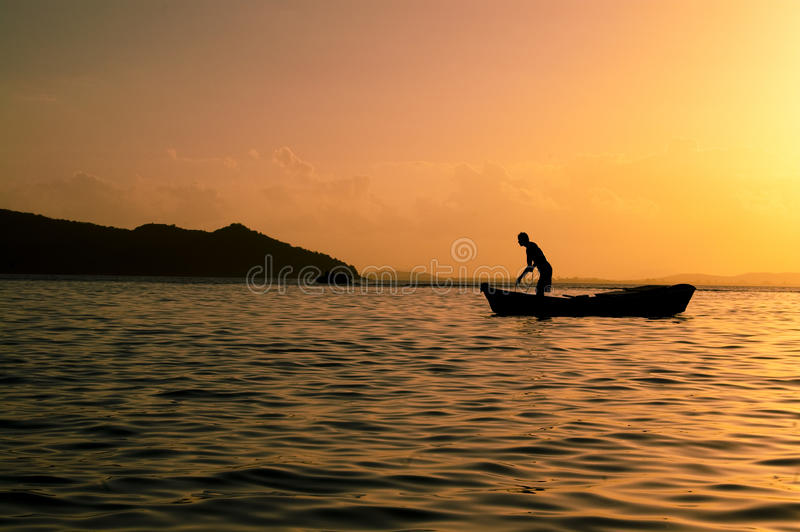 Visserij in Praia Tartaruga stock foto