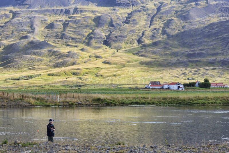 Visserij in rivier centraal IJsland stock afbeeldingen