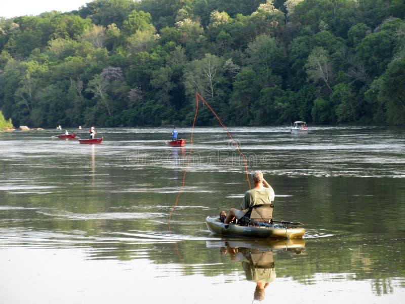Visserij voor Elft op de Potomac Rivier stock afbeelding