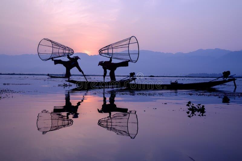 Vissers bij Inle meer, Myanmar stock afbeelding