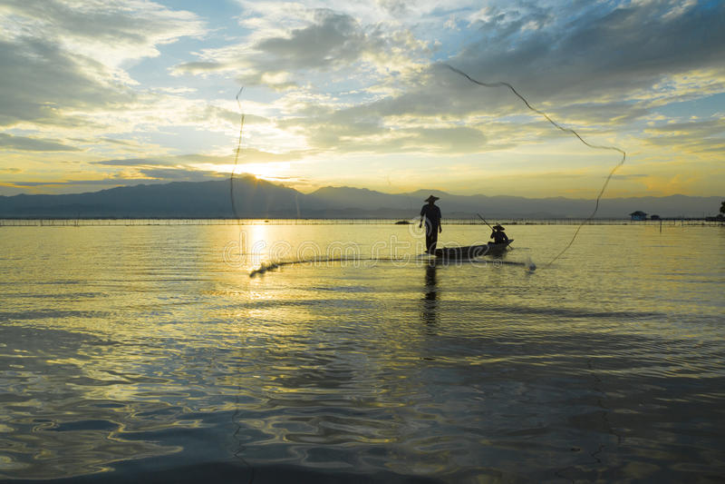 Vissers in meer stock foto's