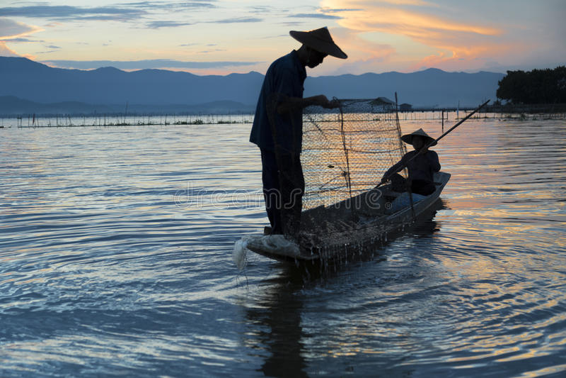 Vissers in meer stock fotografie