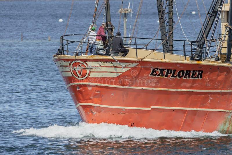 Vissers op foredeck van commerciële vissersvaartuigontdekkingsreiziger royalty-vrije stock foto