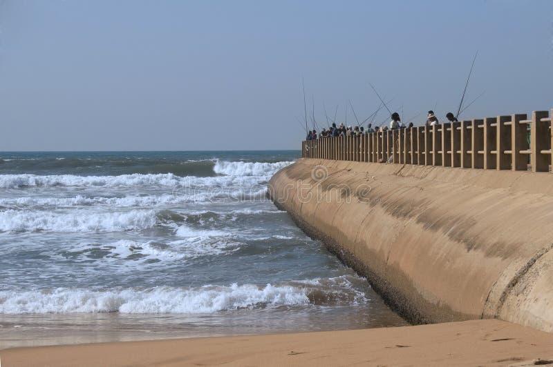 Vissers op Pijler in Durban stock fotografie
