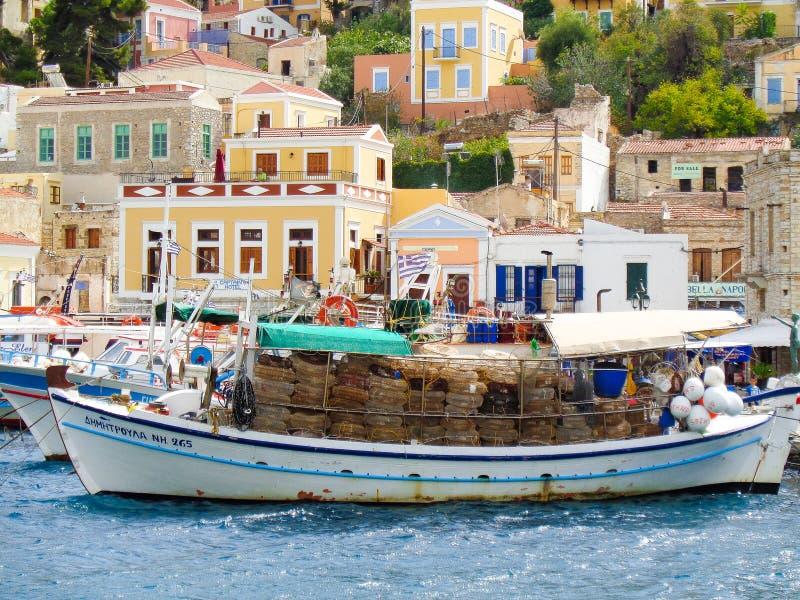 vissersboot bij de pijler royalty-vrije stock fotografie