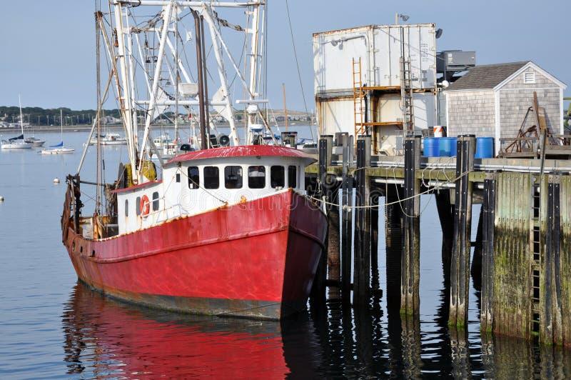 Vissersboot bij het dok stock foto's