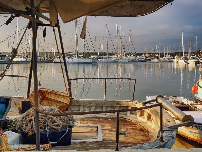 Vissersboot in Biograd-moru van Na royalty-vrije stock foto