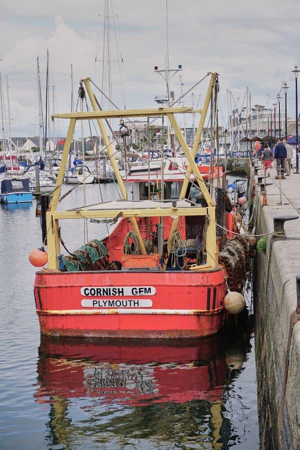 Vissersboot in de beroemde haven van Plymouth Engeland wordt vastgelegd dat royalty-vrije stock fotografie