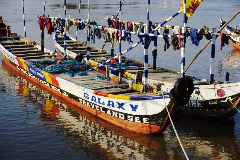 Vissersboot in de haven van Aneho in Togo stock afbeelding