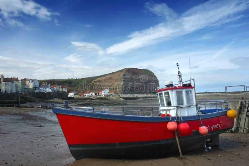 Vissersboot in haven stock fotografie