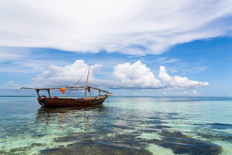 Vissersboot, het Eiland van Zanzibar, Tanzania stock afbeeldingen