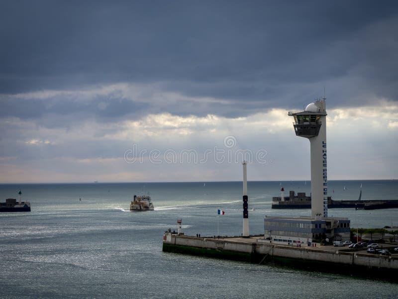 Download Vissersboot het Terugkeren redactionele stock afbeelding. Afbeelding bestaande uit frankrijk - 54085794