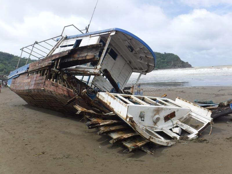 Vissersboot na Orkaan royalty-vrije stock fotografie