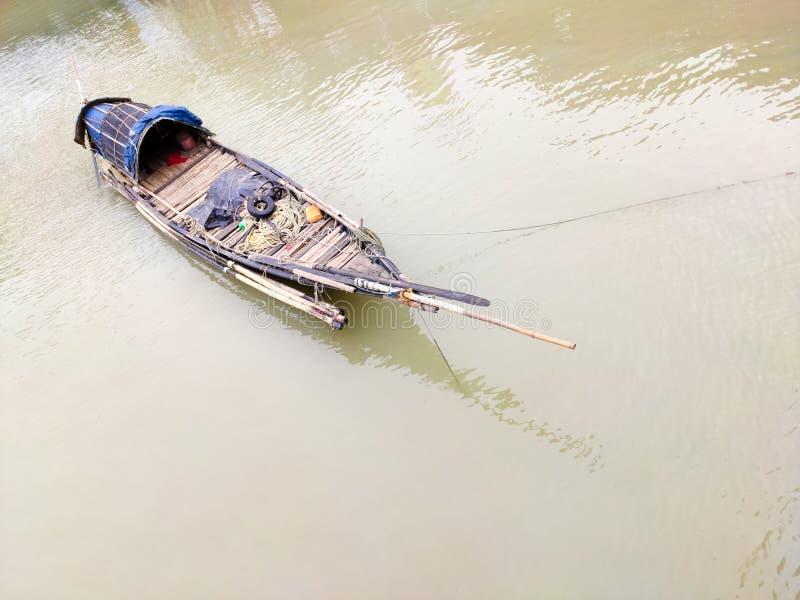 Vissersboot op de rivier van Ganges, in Howrah, kolkata royalty-vrije stock afbeelding